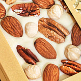Белый шоколад ручной работы с миндалем, фундуком и орехом пекан, фото 3