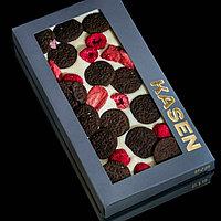 Белый шоколад ручной работы с клубникой, малиной и печеньем OREO