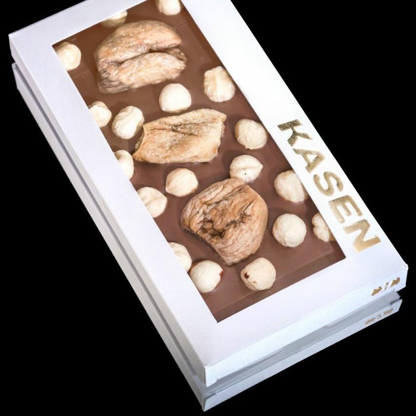 Молочный шоколад ручной работы с цельным инжиром и жареным фундуком
