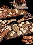 Молочный шоколад ручной работы с цельным инжиром и жареным фундуком, фото 3