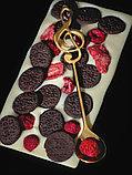Белый шоколад ручной работы с клубникой, малиной и печеньем OREO, фото 2