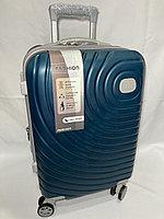 """Маленький пластиковый дорожный чемодан на 4-х колесах """"Delong"""". Высота 56 см, ширина 35 см, глубина 24 см., фото 1"""
