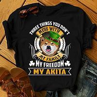 """Футболка с принтом """"Three things you don't mess with my family, my freedom, my Akita"""""""