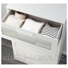 БРИМНЭС Комод с 4 ящиками, (белый, чёрный) матовое стекло, 78x124 см, фото 3