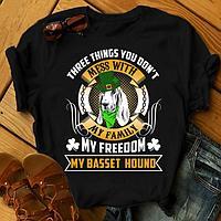 "Футболка с принтом ""Three things you don't mess with my family, my freedom, my Basset Hound"""