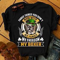 "Футболка с принтом ""Three things you don't mess with my family, my freedom, my Boxer"""