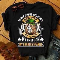 "Футболка с принтом ""Three things you don't mess with my family, my freedom, my charles spaniel"""