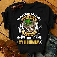 """Футболка с принтом """"Three things you don't mess with my family, my freedom, my Chihuayua"""""""