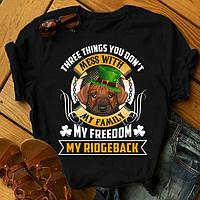 "Футболка с принтом ""Three things you don't mess with my family, my freedom, my Ridgeback"""