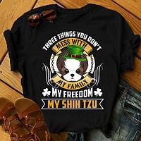 """Футболка с принтом """"Three things you don't mess with my family, my freedom, my Shin tzu"""""""