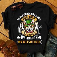 """Футболка с принтом """"Three things you don't mess with my family, my freedom, my Welsh corgi"""""""
