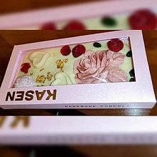 Белый шоколад ручной работы с клубникой, малиной, фисташками и пищевым золотом