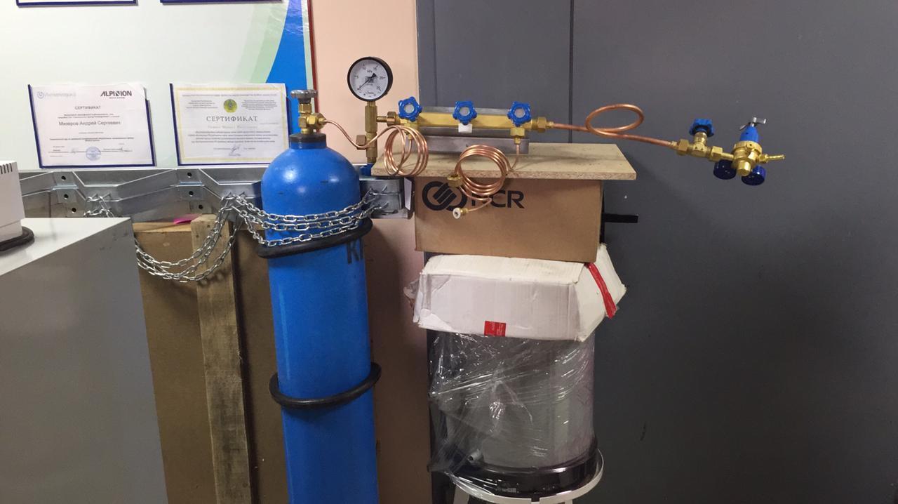 Рампа кислородная на 3-6 баллонов для беспрерывной подачи кислорода в палаты.