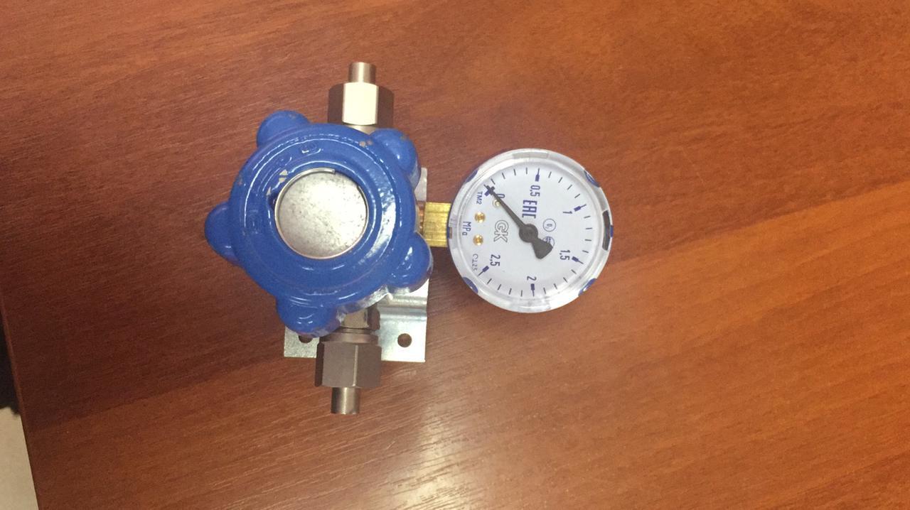 Клапан запорный К-1104-16 (ВМ-06) (8 мм) с манометром