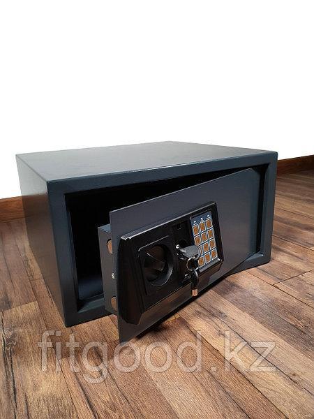 Сейф мебельный FD430 (40X43X23см, 8.5кг.)