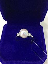 Кольцо с жемчугом и бриллиантами / белое золото