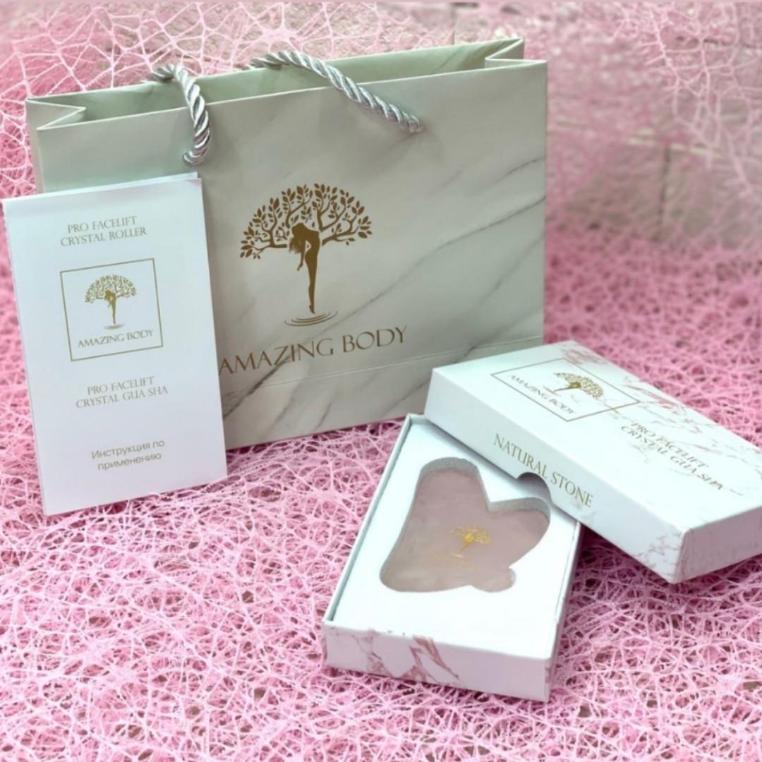 Скребок  Гуаша розовый кварц в подарочной упаковке AMAZING BODY ( Pro facelift Crystal Gua Sha )