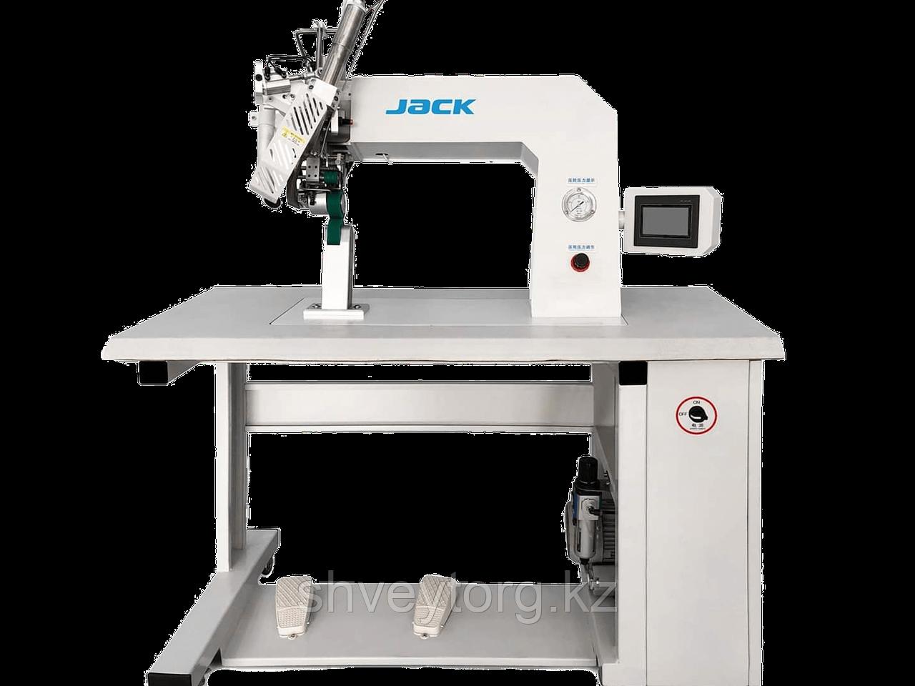Промышленная швейная машина  Jack 6100 для герметизации швов.