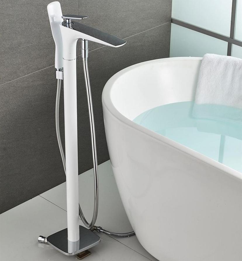 Высокий напольный смеситель для ванной