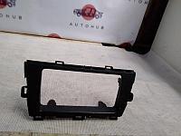 Рамка магнитолы Toyota Prius XW30 2ZR-FXE 2011 (б/у)