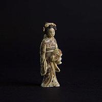Окимоно «Молодая Гейша в ярком кимоно» Япония, середина ХХ века.