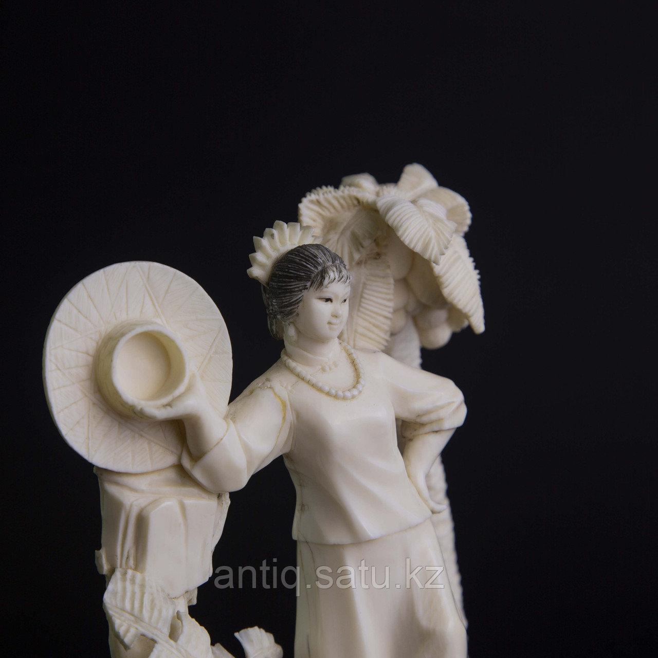 Окимоно из слоновой кости «Летнее фото» Япония, первая половина ХХ века. - фото 4