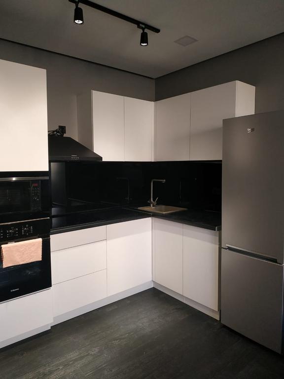 Кухонные гарнитуры черно белые