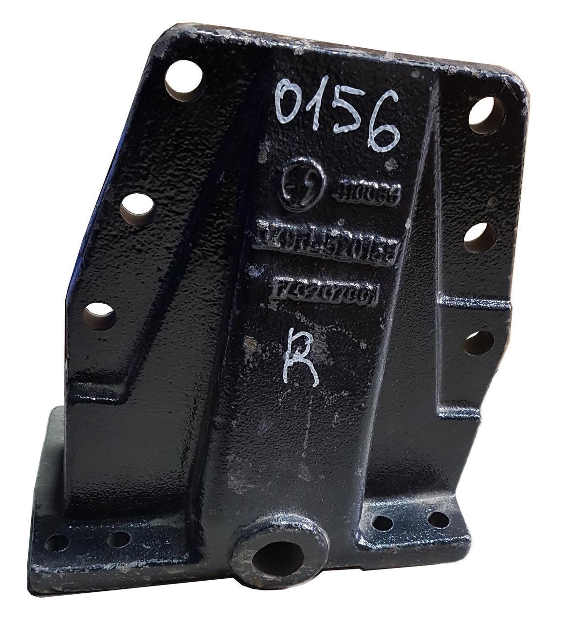 Кронштейн передней рессоры (задний правый) DZ9114520156