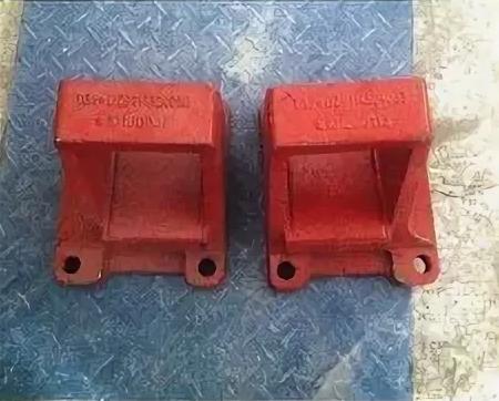 Кронштейн задней рессоры 155x185 передний левый DZ9114524035