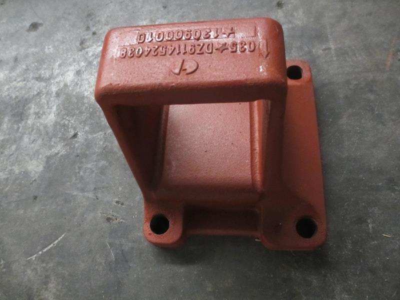 Кронштейн задней рессоры 155x185 задний правый DZ9114524038