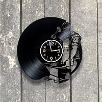 Настенные часы из пластинки Кузня, подарок кузнецу, 0531