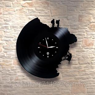 Настенные часы пластинки Горы, подарок альпинистам, скалолазам, горному туристу, 0047