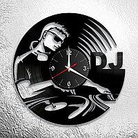 Настенные часы из пластинки ДиДжей Dj, подарок ДиДжею, в бар, паб, кафе, ресторан, 1073