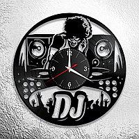 Настенные часы из пластинки ДиДжей Dj, подарок ДиДжею, в бар, паб, кафе, ресторан, 1072