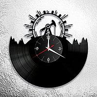 Настенные часы из пластинки Нефтяная вышка, подарок нефтянику, газовику, 1074