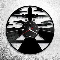 Настенные часы из пластинки интерьерные Самолет, подарок пилоту, летчику, стюардессе, аэропорт, 0981