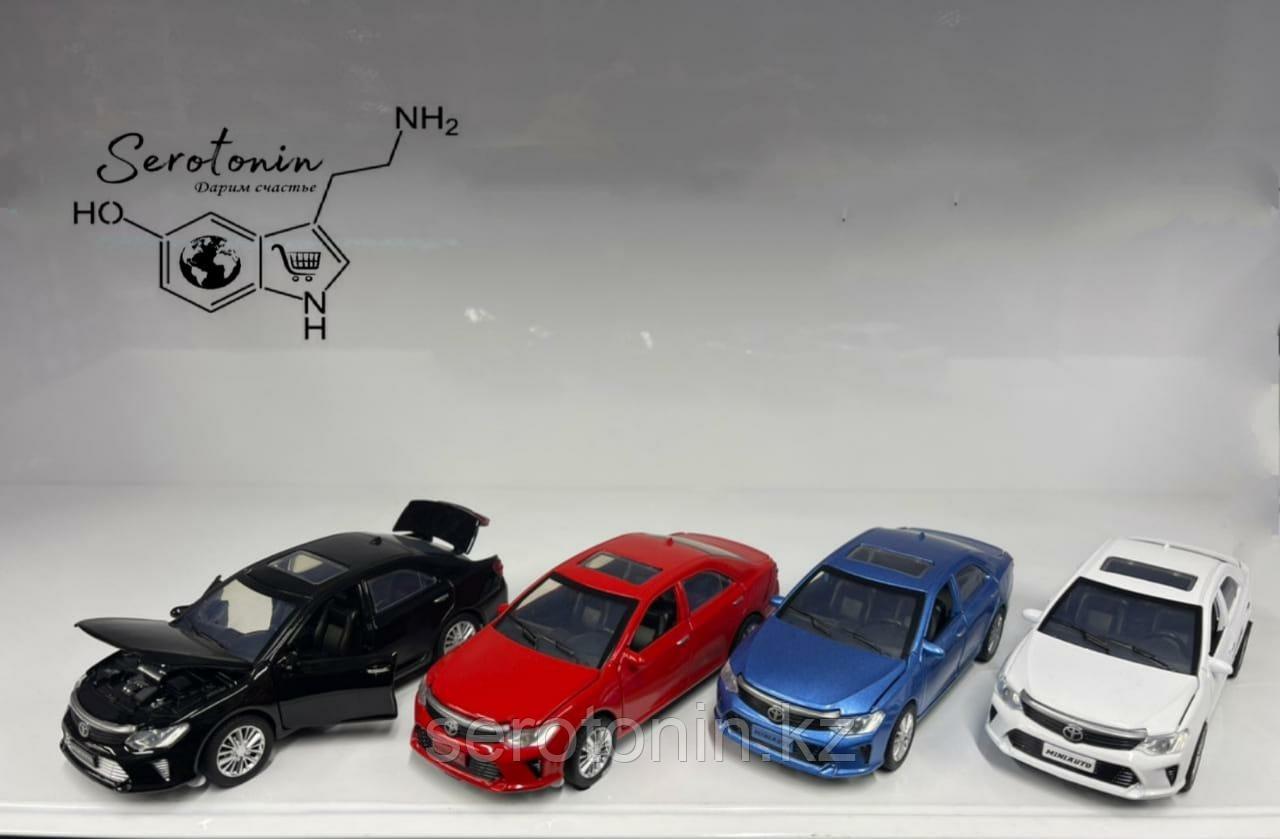 Коллекционные машинки Toyota Camry