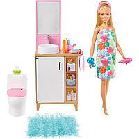 Кукла «Барби блондинка» в ванной с раковиной и туалетом