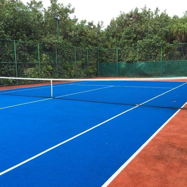 Теннисный корт строительство
