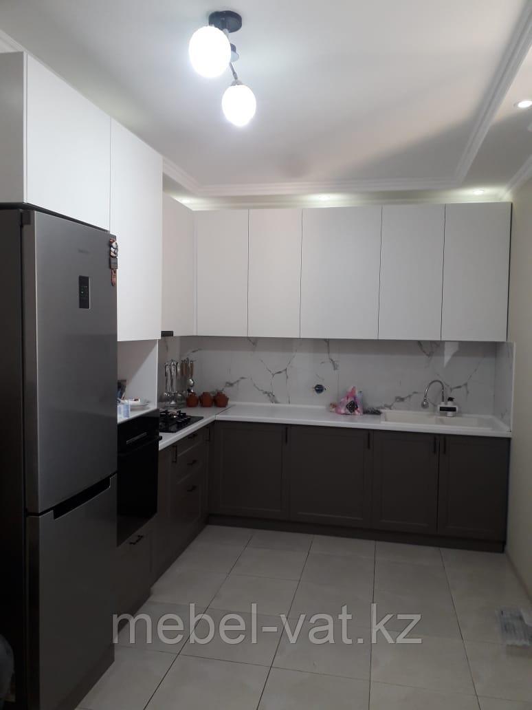 Кухонный гарнитур черно белый