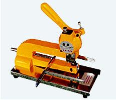 Настольный полуавтоматический аппарат для установки люверса