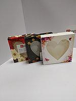 Коробка подарочная 12х12х3 см с окном в ассортименте