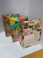 Коробка-пакет 29х22х12 см с окном, с принтом в ассортименте