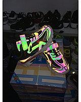 Светоотражающие кроссовки