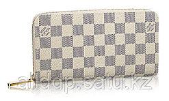 Женский кошелек-клатч Louis Vuitton бежевый
