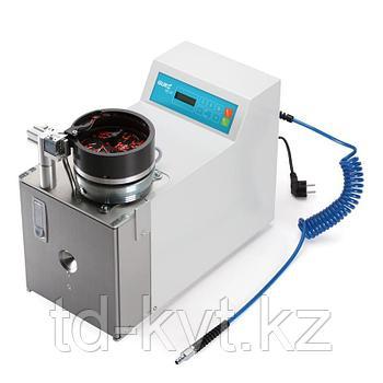 Автоматическая электрическая машина для одновременной зачистки проводов и опрессовки изолированных втулочных