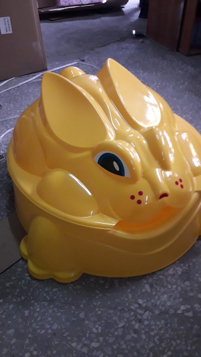 Песочница с крышкой Paradiso Кролик жёлтая