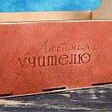 "Кашпо деревянное 24×12×22 см Мэлони Дэмур ""Любимому учителю"", красное дерево Дарим Красиво, фото 3"