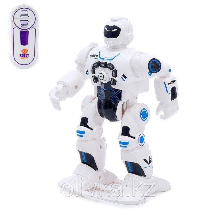 Робот радиоуправляемый «Макс», световые и звуковые эффекты, работает от батареек