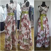 Приталенное нарядное платье из итальянского атласа с трикотажным подкладом.